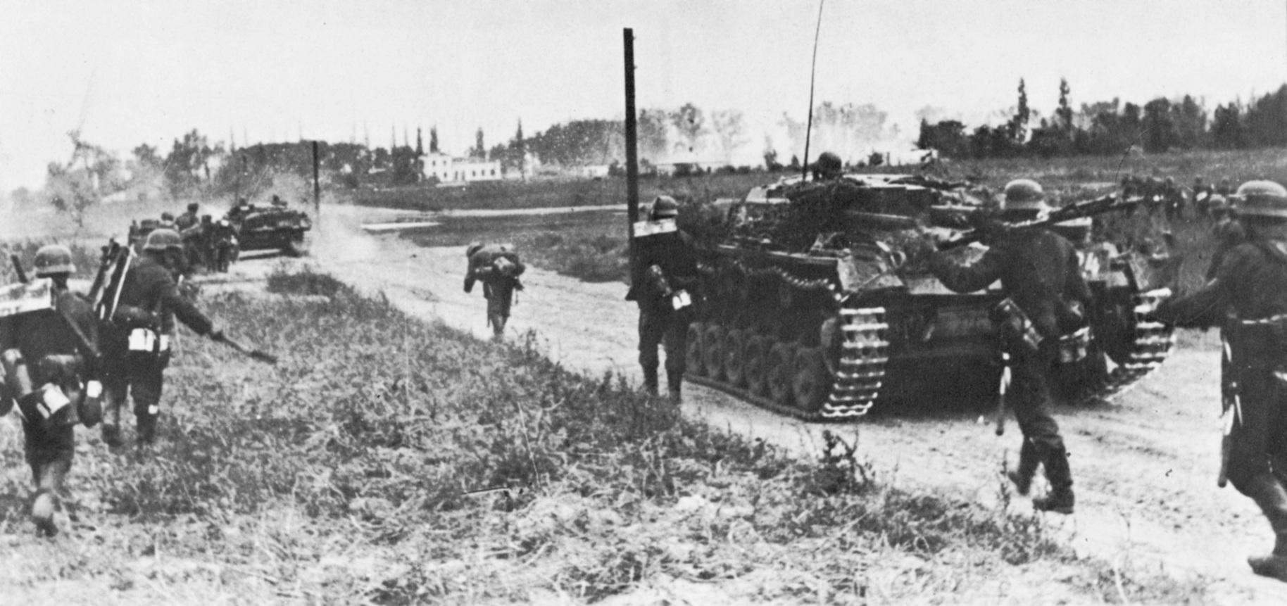 Német katonák és páncélos járművekkel bevonulnak Lengyelországba, 1939, Szeptember 1-én (Fotó: Photo12/Getty Images)