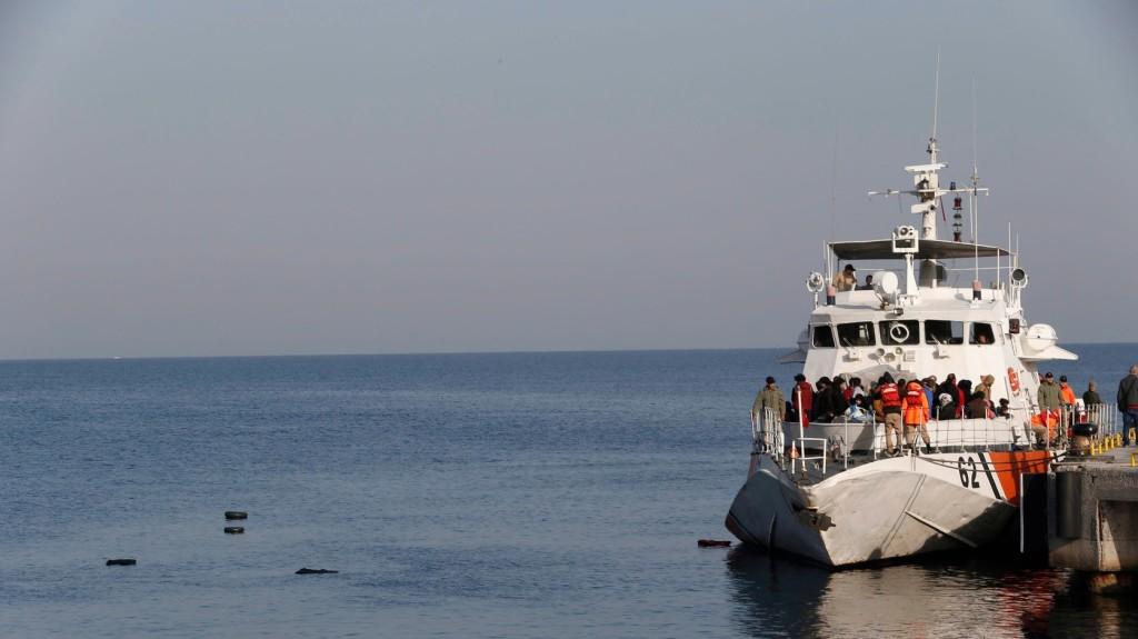 Több mint 300 migránst tartóztattak fel a török hatóságok az Égei-tengeren