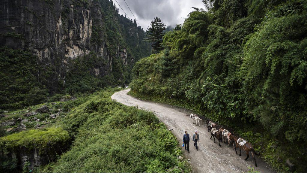 Zarándokkokkal teli buszt ért baleset Nepálban