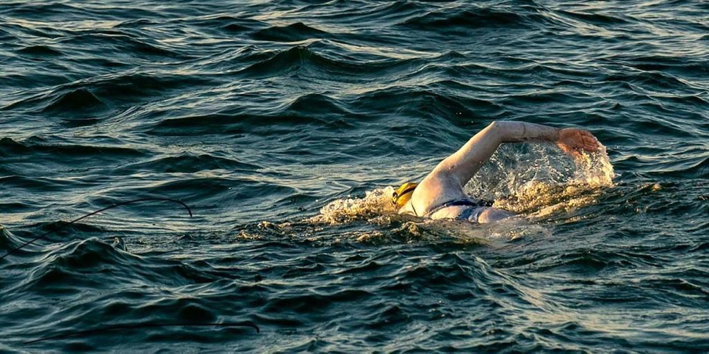 Elsőként úszta át négyszer egyhuzamban a La Manche-csatornát egy amerikai nő