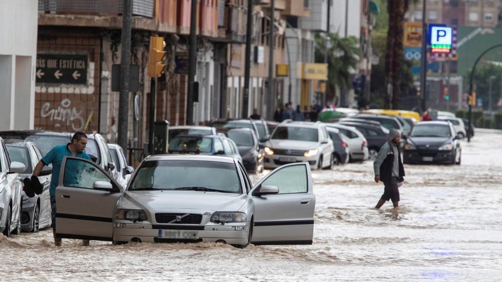 Villámárvizek és tornádók pusztítanak Spanyolországban