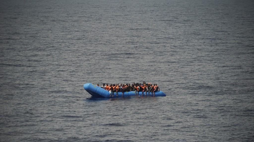 Mintegy száz embert mentettek ki a Földközi-tengerből