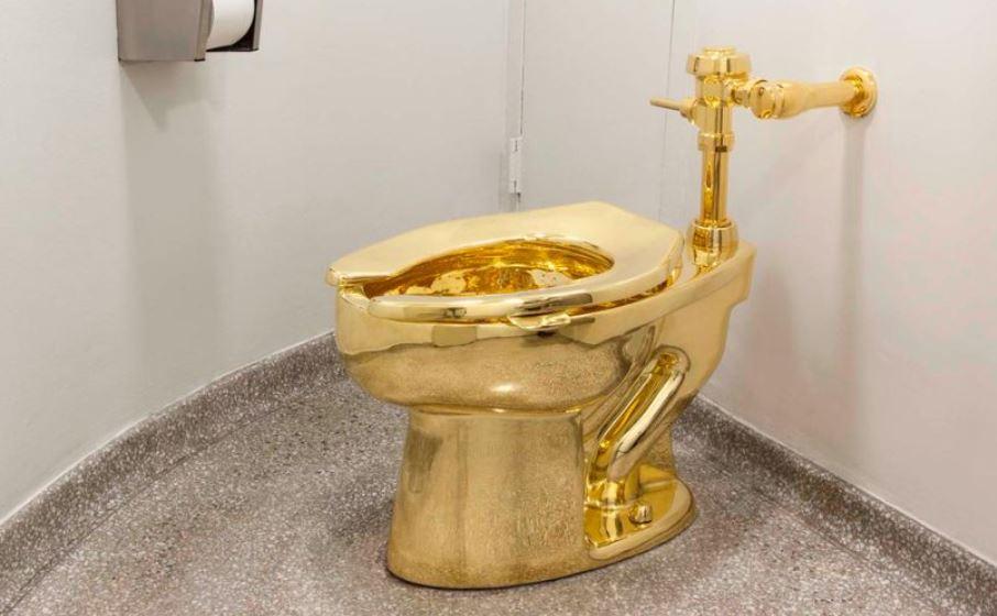 Ellopták a Blenheim kastély tömör arany WC-csészéjét