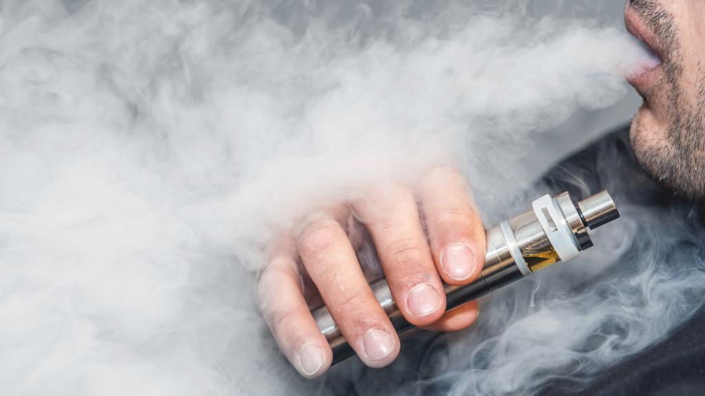 Betiltják az elektromos cigarettát Indiában is