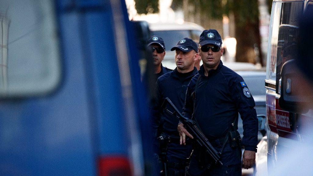 Akoszovói különleges rendőri alakulat behatolt az ország szerbek lakta részébe