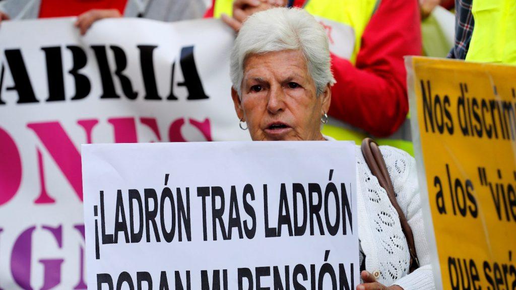 Több száz kilométert gyalogoltak spanyol nyugdíjasok a méltó időskori ellátásért