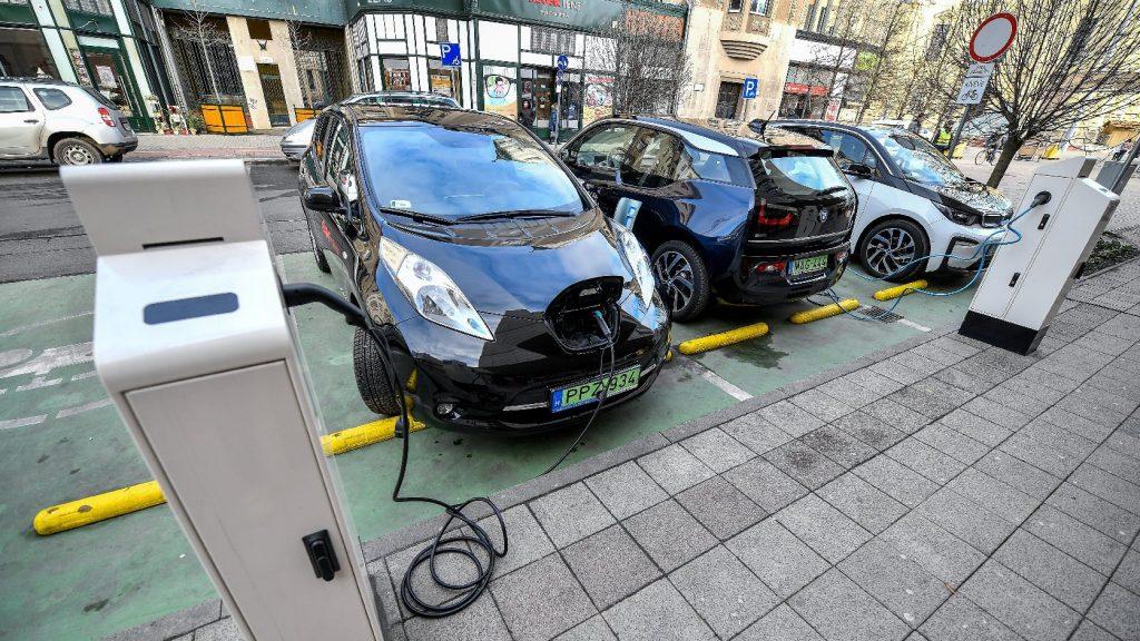 Akár 5 ezer e-autó is elkelhet a támogatás nyomán