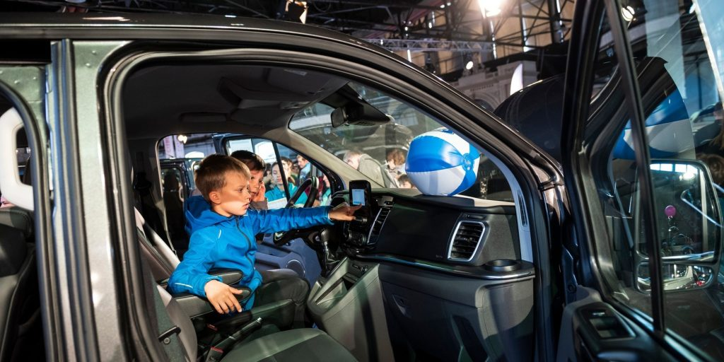 Teljes gázzal indult a nagycsaládosok autóvásárlását támogató program