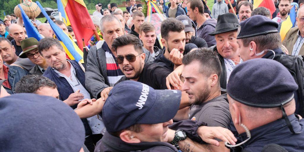 A román ügyészség továbbra sem lát bűncselekményt az erőszakos temetőfoglalásban