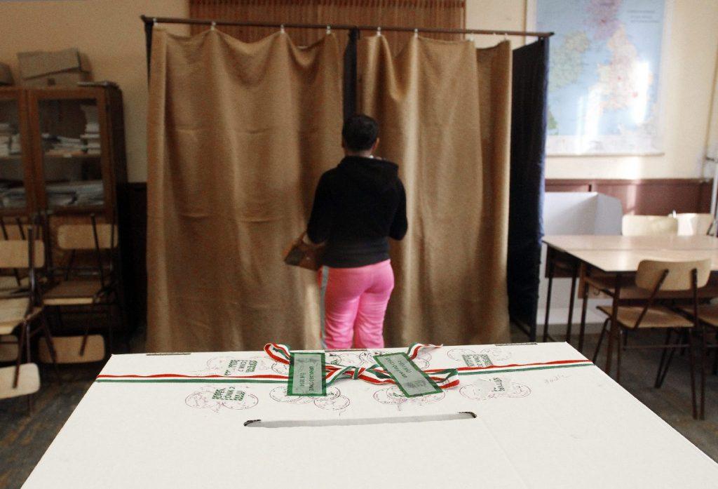 Szavazni személyazonosító igazolvánnyal és lakcímkártyával lehet