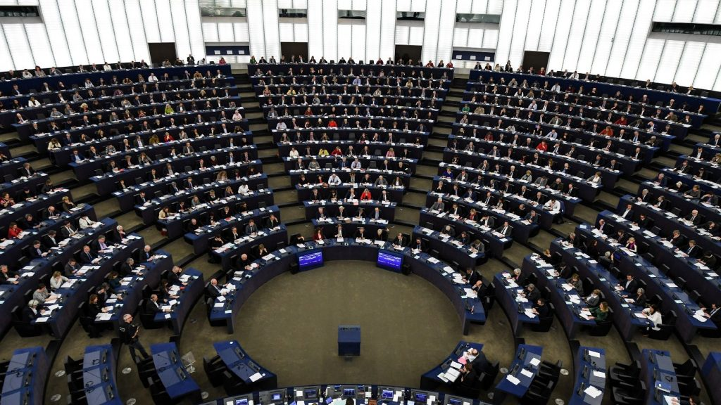 Bűncselekménnyé nyilvánítaná a kiskorúak szexuális felvilágosítását Lengyelország, elítéli a tervet az EP