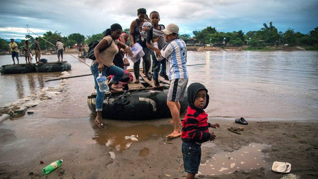 Az Egyesült Államokba tartó migránskaravánt állítottak meg Mexikóban