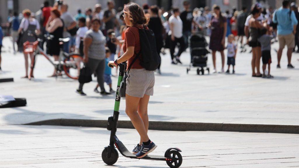 Jogosítványhoz kötné az elektromos rollerek használatát a szakértő