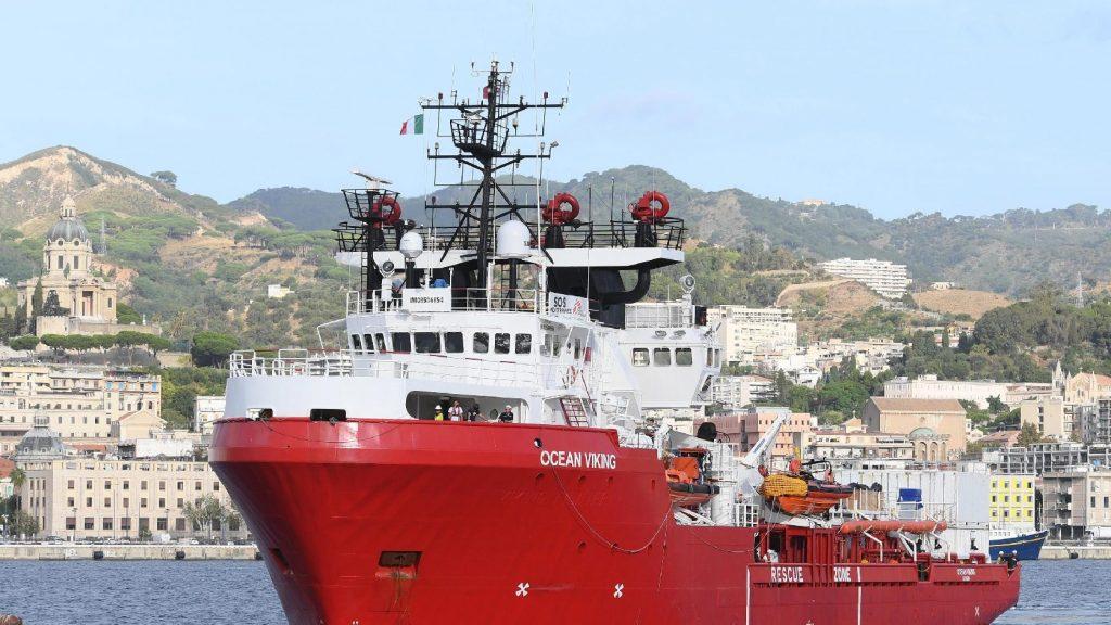 Ismét migránsokat vett fel a fedélzetére az Ocean Viking
