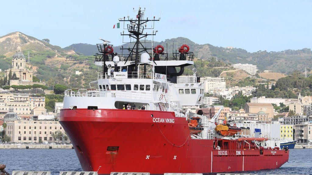 Kikötési engedélyt kér az Ocean Viking – 176 bevándorlót tenne partra