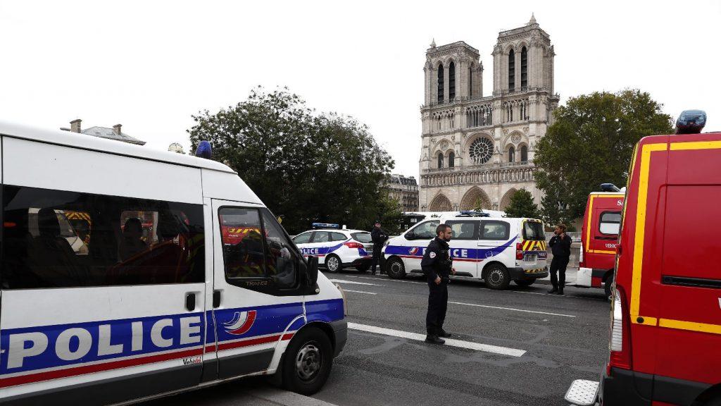 Letartóztattak öt embert, aki kapcsolatban állt a párizsi késelővel