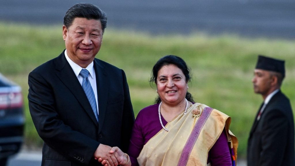 Vasútvonalat épít Tibetből Nepálba Kína