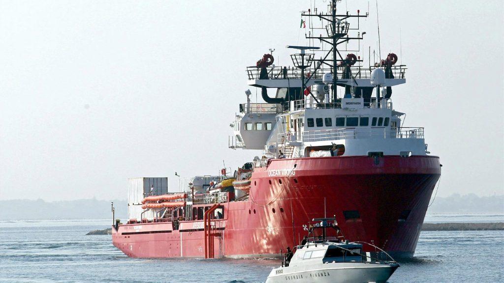 Újabb harminc migránst vett fedélzetére az Ocean Viking civilhajó