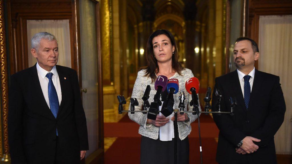 Három részletben emeli a bírák és az ügyészek illetményét a kormány
