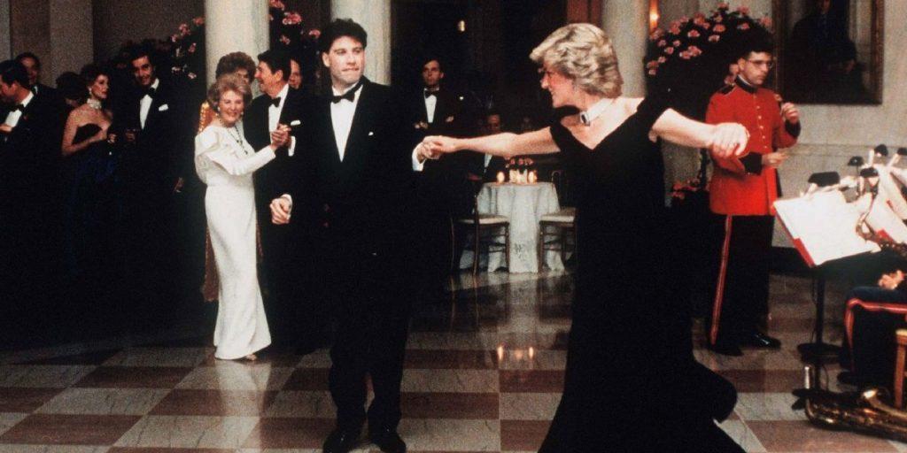 Új gazdáját keresi Diana hercegné ikonikus ruhája, melyben John Travolta táncoltatta meg