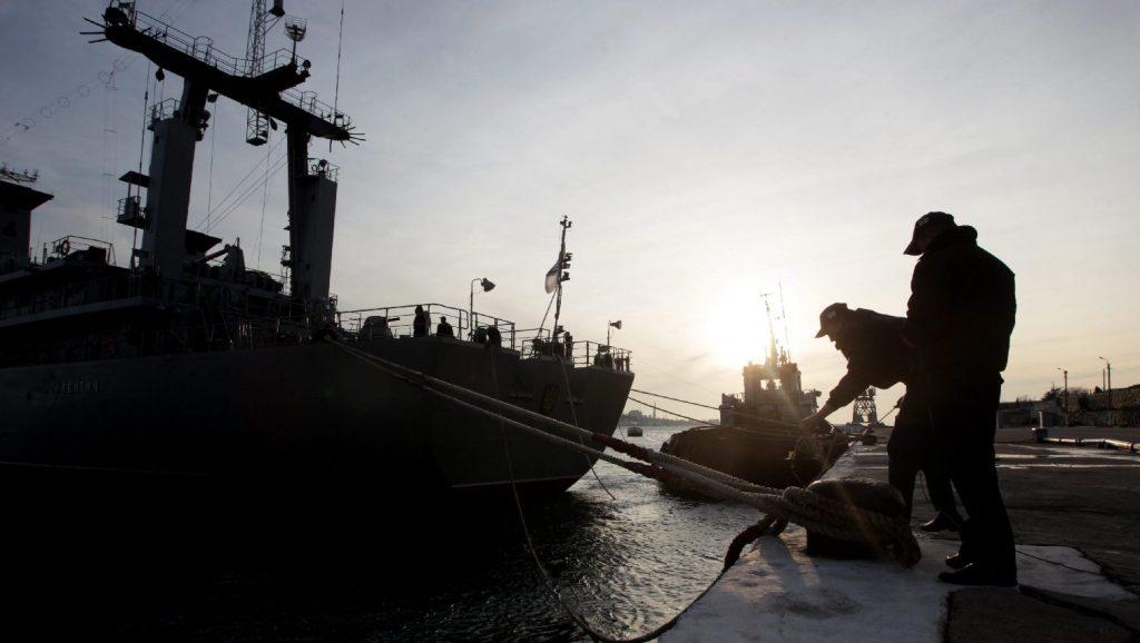Elkezdte az elfogott ukrán hadihajók átadását Oroszország