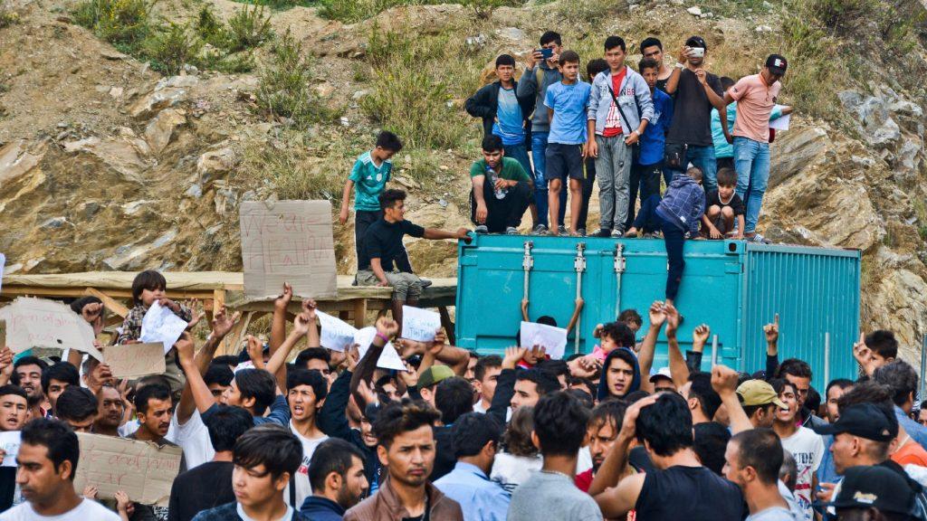 Menekülttáborokat zár be és újakat hoz létre Görögország