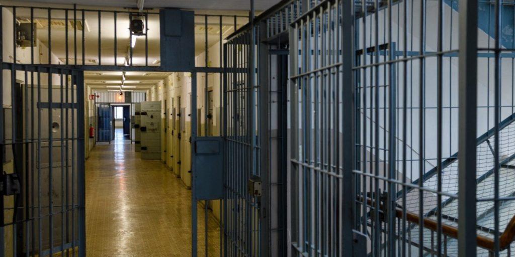 Megjelent a kormányhatározat: A kormány felfüggeszti a börtönkártérítések kifizetését