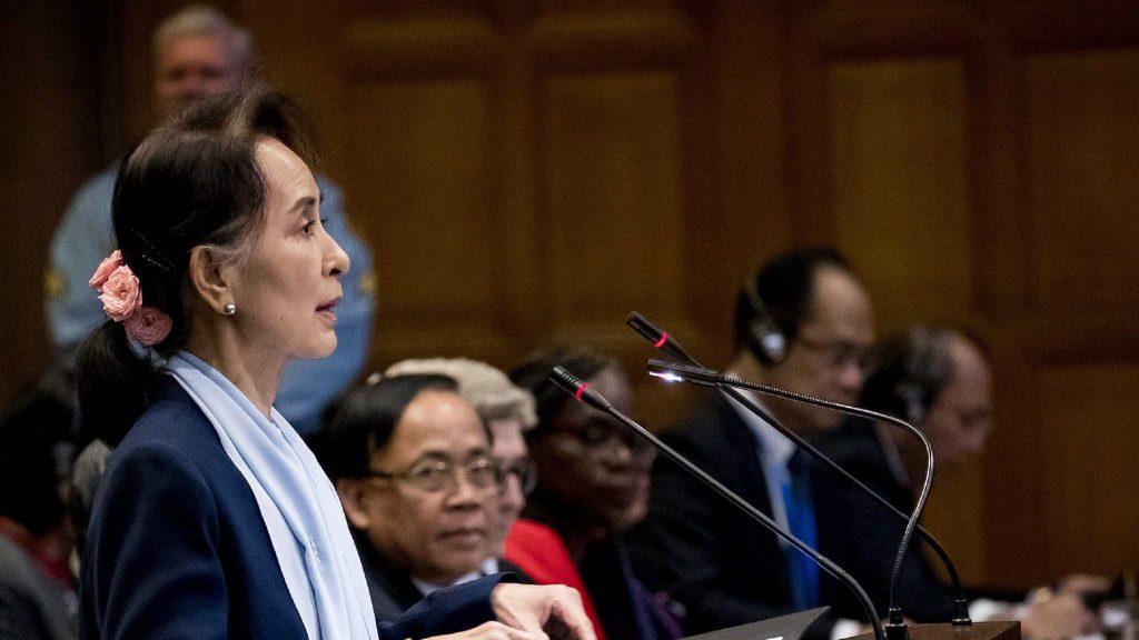 A vád ejtését kérte a népirtással gyanúsított Mianmar vezetője