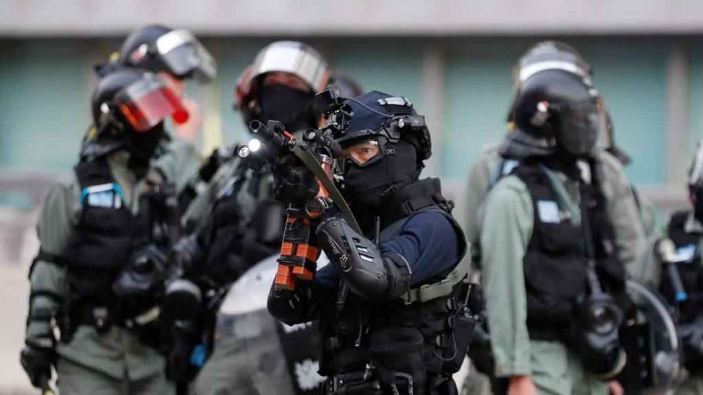 Összecsapásokba fulladt egy megmozdulás Hongkongban