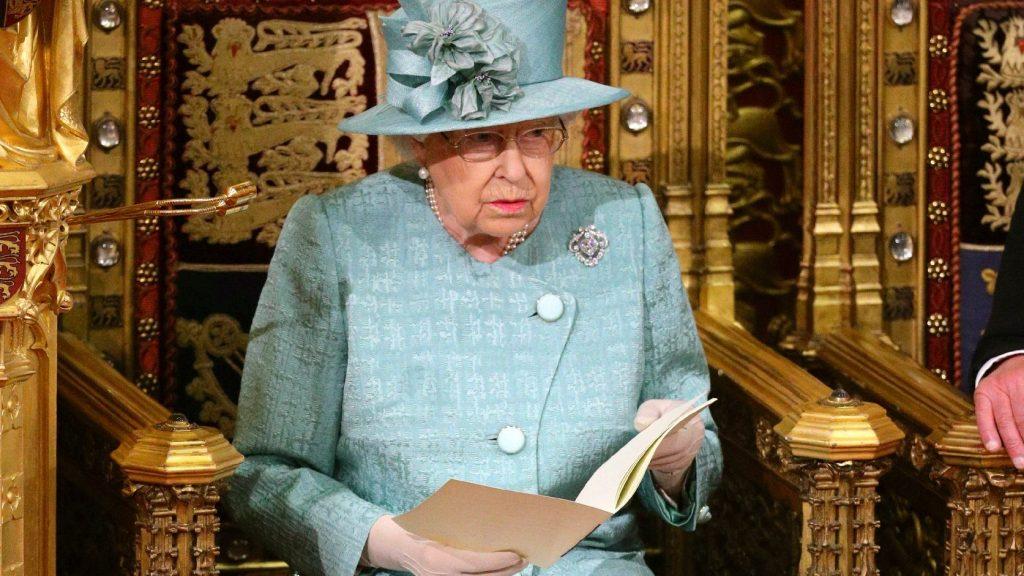 Harry herceg csúnyán átverte Erzsébet királynőt