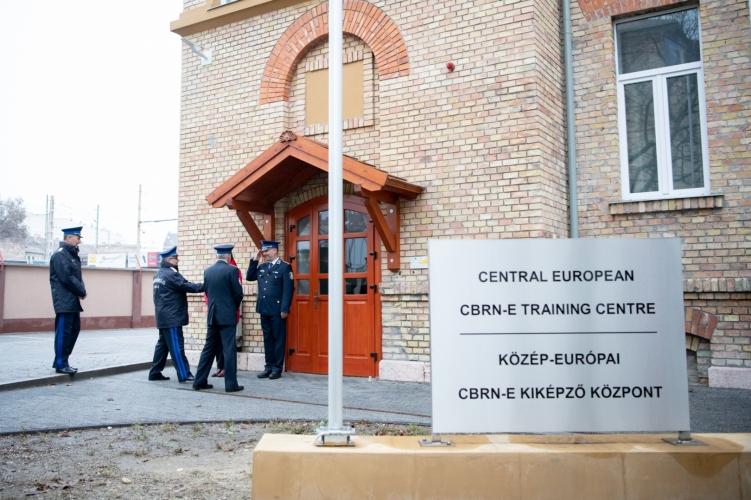 Tűzszerész kiképző központot adtak át Budapesten