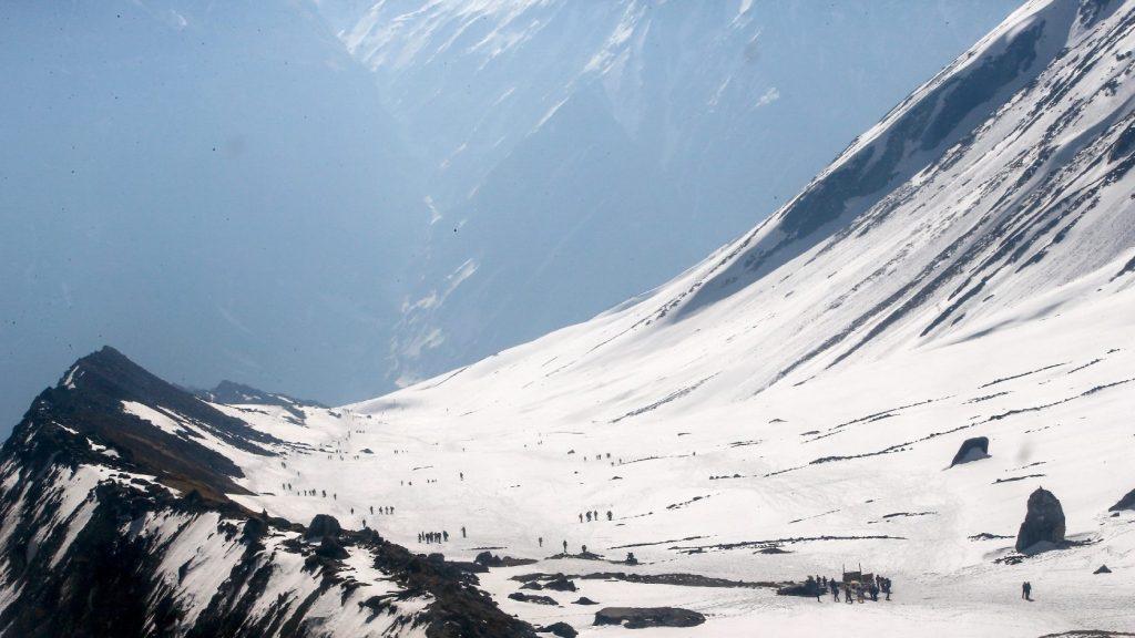 Mintegy négyméternyi hó temette be a nepáli Annapurnánál eltűnt hegymászókat