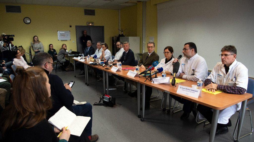 Négyre emelkedett a koronavírusos betegek száma Franciaországban