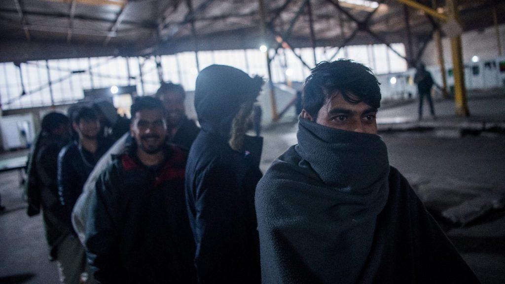 Bakondi: Alagúton, létrán, vízen, leplombált kamionokban jönnek a migránsok Magyarországra