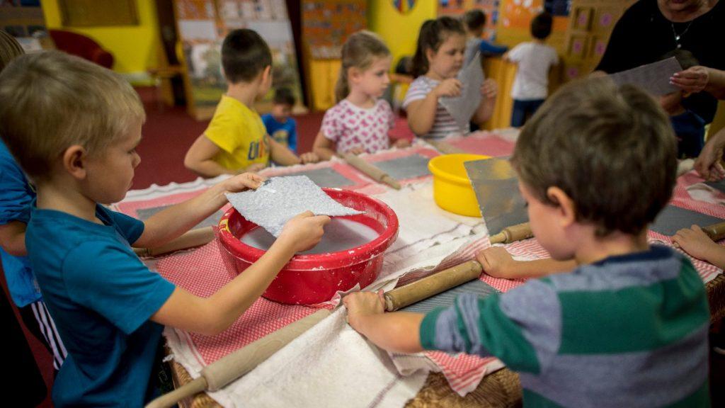 Korszerű módszerekkel tanítják a gyerekeket Székelyudvarhelyen