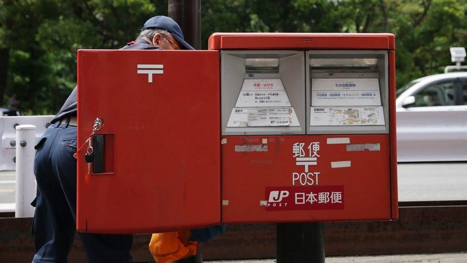 Több mint húszezer kézbesítetlen küldeményt halmozott fel egy japán postás