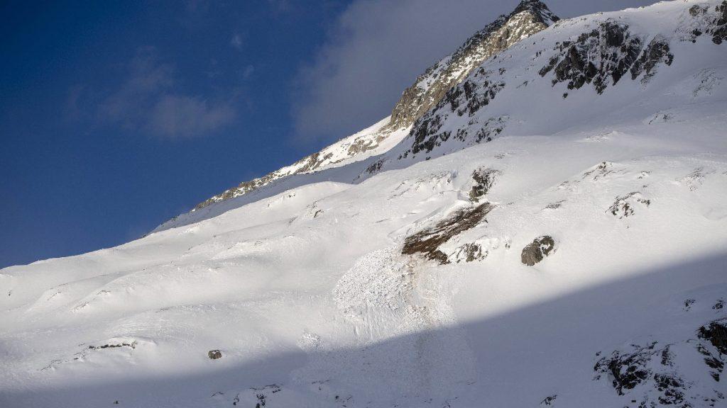 Lavinában tűnt el több hegymászó a nepáli Annapurnánál