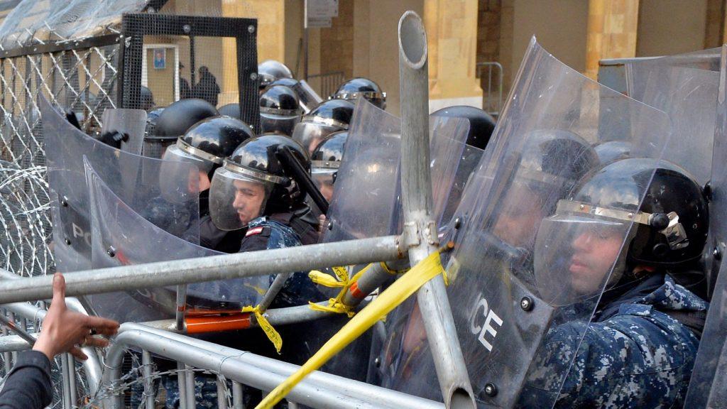 Több százan sebesültek meg a libanoni tüntetéseken