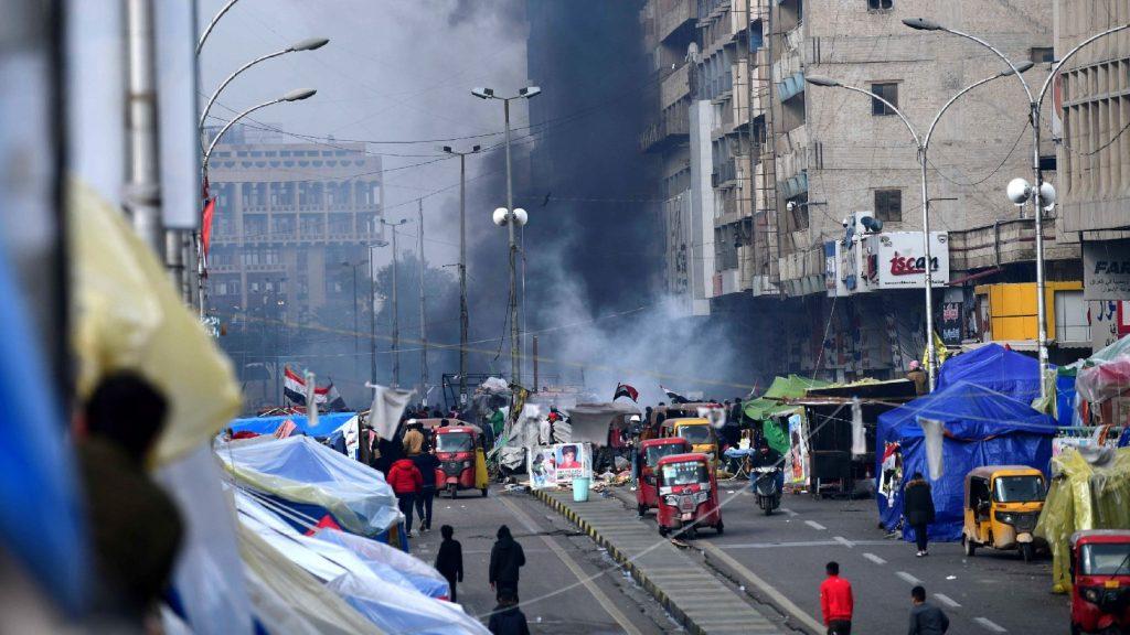 Megrohamozták a tüntetők gyülekezési helyeit az iraki biztonsági erők