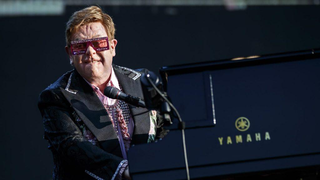 Elton John lemondta további új-zélandi koncertjeit is tüdőgyulladása miatt