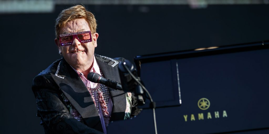 Egymillió dolláros felajánlást tett Elton John