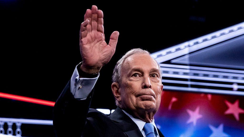 Össztűz alá került Bloomberg a demokraták nevadai országos tévévitáján