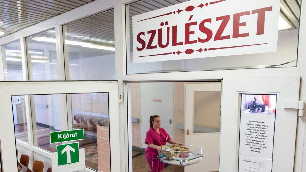 Átadták a győri kórház felújított, családbarát szülészeti részlegét