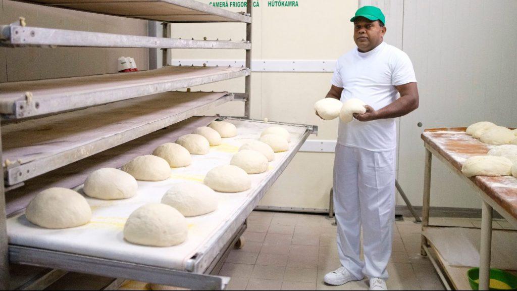 Kibékült a Srí Lanka-i munkavállalókat alkalmazó pékség a tiltakozókkal