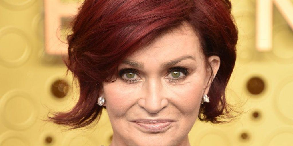 Sharon Osbourne méltósággal öregszik - 18 évnyi hajfestés után, így néz ki most