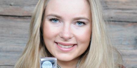 A 27 éves svájci lány, aki kitalálta a spirál hajgumit, tavaly 6,5 milliárdot keresett