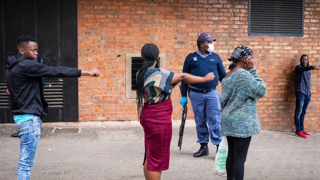 Káoszba torkolltak a kijárási tilalmak Afrikában