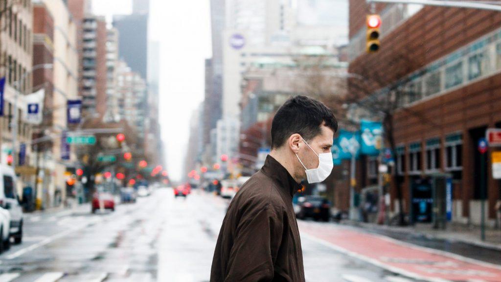 Az amerikai járványügyi központ fontolgatja a kötelező maszkviselést elrendelését