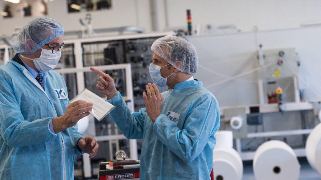 Franciaország hamarosan önellátó lesz maszkból és lélegeztetőgépből