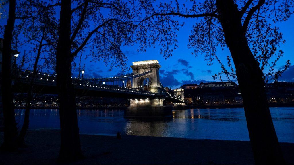 Egy órára lekapcsolták Budapest díszkivilágítását